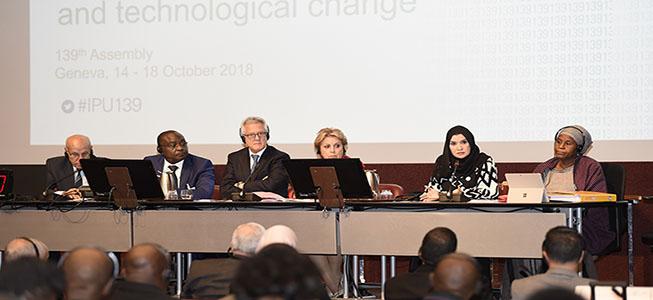 أمل القبيسي ورئيس المجموعة الافريقية في البرلمان الدولي يبحثان تعزيز العلاقات بين الإمارات والدول الأفريقية.